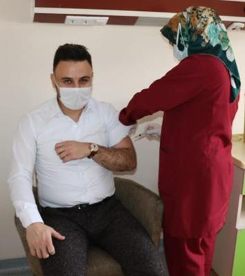 Aşkale'de ilk aşı Başhekime
