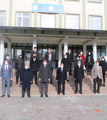 Aşkale'de protokol İstiklal Marşı'nı okumak için toplandı