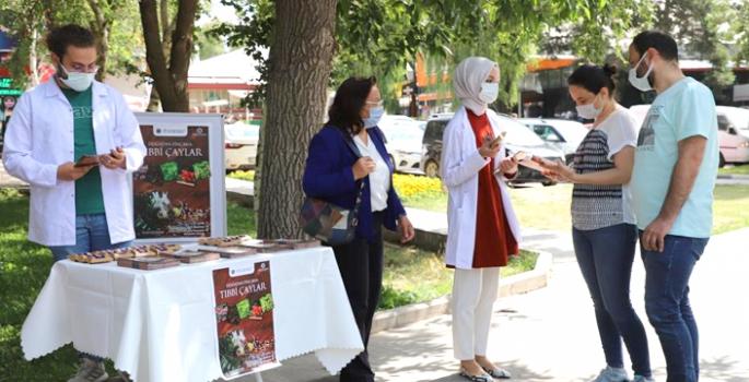 Atatürk Üniversitesinde Tıbbi Çaylar hakkında bilgi verildi