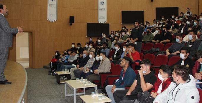 Çakmak, Mühendislik ve Mimarlık Fakültesi öğrencileriyle buluştu