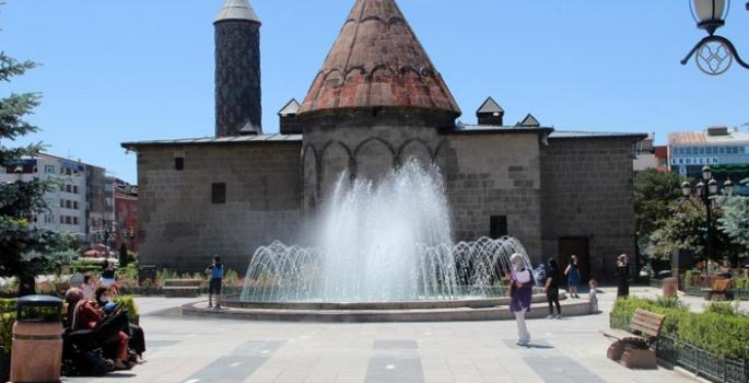 Erzurum'da kavurucu sıcaklar etkili oluyor
