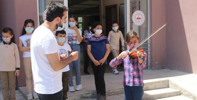 Erzurum'da 'Telafide Ben de Varım' programı başladı