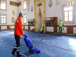 Büyükşehir'in Covıd-19'a karşı temizlik seferberliği sürüyor