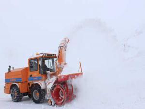Doğu'da Nisan ayında karla mücadele çalışmaları devam ediyor