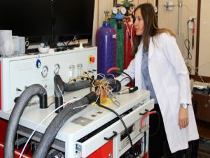 Elektrikli araçlarda kullanılabilecek yakıt pilleri için nano malzeme geliştirdi