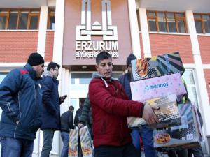 Erzurum Büyükşehir Belediyesi, Elazığ ve Malatya'daki depremzedeler için adeta seferberlik ilan etti