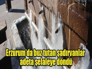 Erzurum'da buz tutan şadırvanlar adeta şelaleye döndü