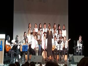 Fen Lisesi öğrencileri görme engelli öğrencilerle konser verdi