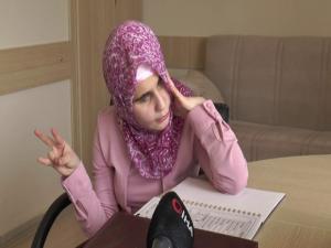 Gözleri görmeyen Berna Kuran'ı Kerim'i ezbere okuyor
