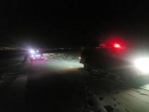 Kar ve tipide mahsur kalan araçlar macera offroad ekibi kurtardı