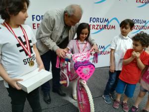 Minik ressamlar Forum Erzurum'da ödüllerini aldı