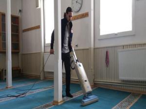 Nenehatun ve Ejder spor kulübü izci ve liderleri, Köşk Camiinin temizliği yaptı