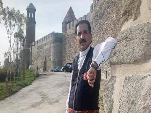 Sanatçı Fikret Şimşek'ten Karabağ'a şiirli destek