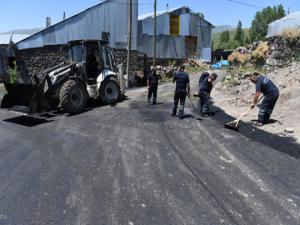 Yakutiye, en uzak köyünü asfaltlıyor