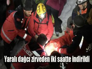 Yaralı dağcı zirveden 2 saatte indirildi