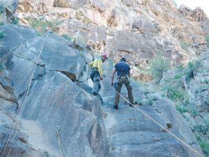Uzundere'de  dağcılar kampta