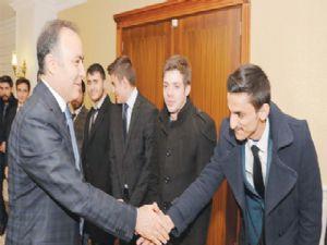 Erzurum Gençlik Meclisi, Vali Altıparmak'ı ziyaret etti
