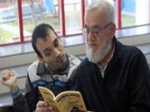 Okuma yazma bilmeyen engelli birey 4 kitap çıkardı