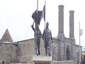 Nene Hatun Anıtı'nın  yeri anketle belirlenecek