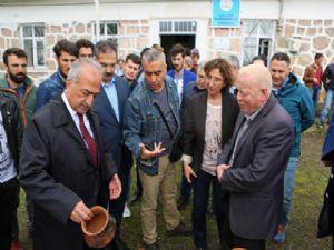 Rektör Çomaklı, Garaz'da Karaz Seramik Sergisinin açılışını yaptı