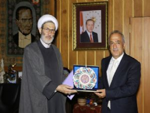 Tebriz Üniversitesi İlahiyat Fakültesi Dekanı ve Öğretim Üyeleri Rektör Çomaklı'yı ziyaret etti