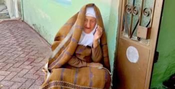 98 yaşındaki kadına sahte parayla zekat verdiler