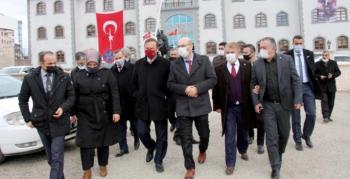 Ağıralioğlu, Oltu'da esnafı ziyaret etti