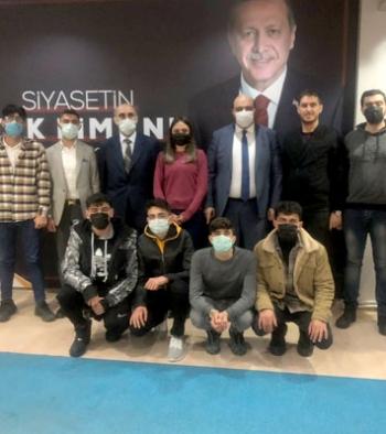 Aziziye'de AK Partili gençler Orhan'la buluştu