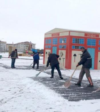 Aziziye'de karla mücadele çalışması