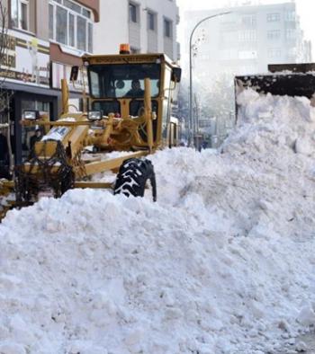 Erzurum'da karla mücadele devam ediyor