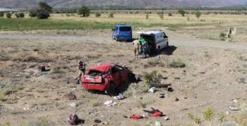 Erzurumlu aile kaza yaptı; Anne ve oğlu hayatını kaybetti