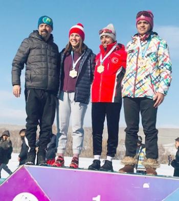 Hakkarili kayakçılar Erzurum'dan 25 madalya ile döndü