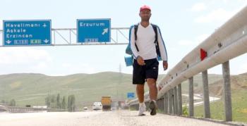 İnsan ve hayvan haklarına dikkat çekmek için 3 ay boyunca 2 bin kilometre yol yürüyecek