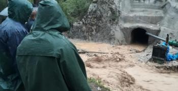 İspir'de kayıp işçi aranırken tünel yeniden suyla doldu