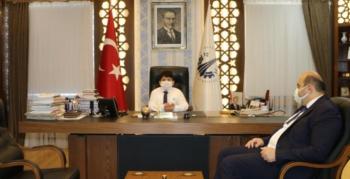 Orhan'ın koltuğuna küçük Sirkecioğlu oturdu