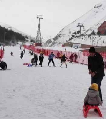 Palandöken'de yarıyıl tatilinde kayak keyfi