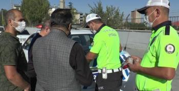 Polis, yaya geçitlerinde yol vermeyen sürücülere ceza uyguladı