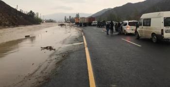 Sel vurdu; Oltu-Erzurum karayolu ulaşıma kapandı