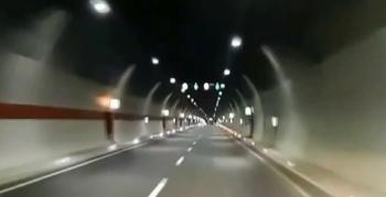 Tünelden geçerken ağlıyorum