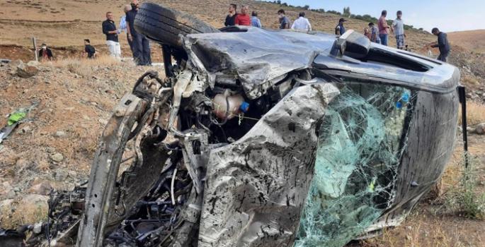 Kontrolden çıkan araç şarampole uçtu: 3 yaralı