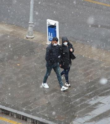 Erzurum'a lapa lapa kar yağdı