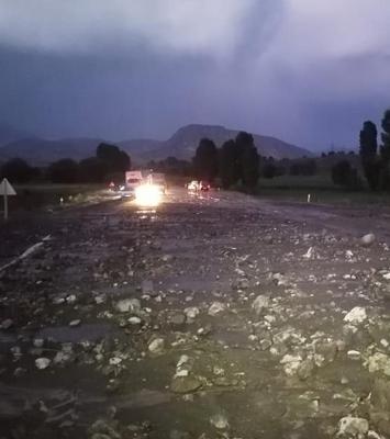 Sağanak yağış ulaşımı vurdu